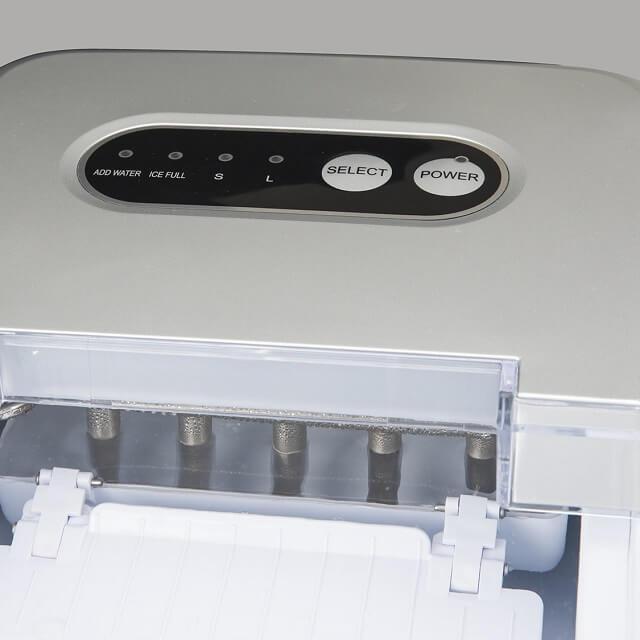 Máquina para hacer cubitos de hielo abierta